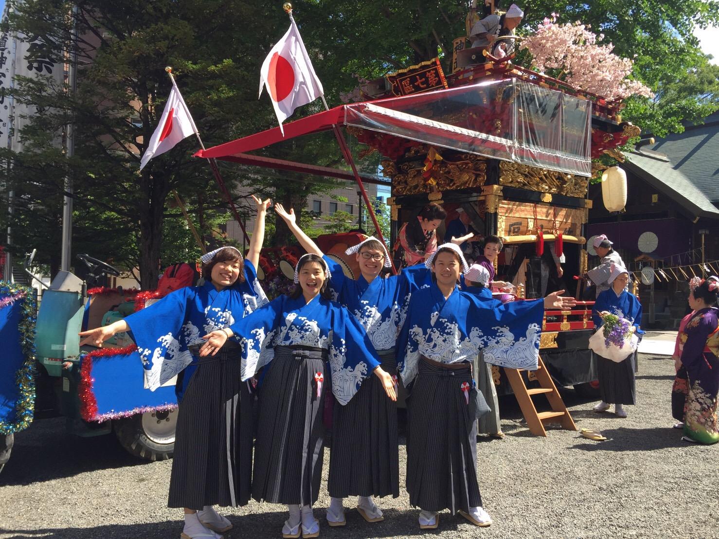 札幌ゲストハウス雪結(yuyu)のメンバーと山車をひきました