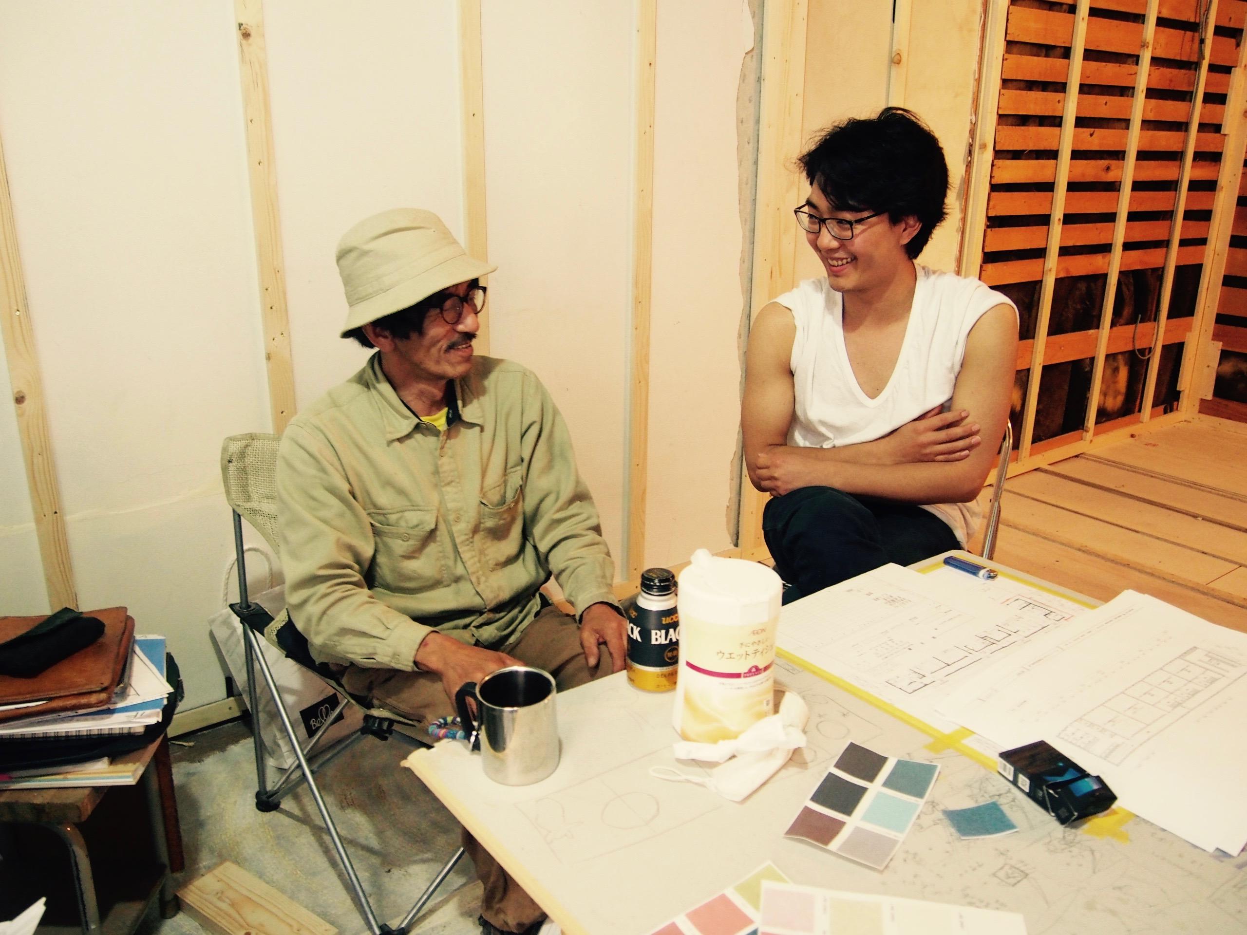 ゲストハウスyuyuの大工さん、木沢幸彦さんとマネージャー木村