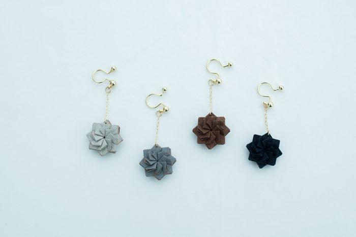 折り紙でつくったイヤリング。京都の黒谷和紙を使用。